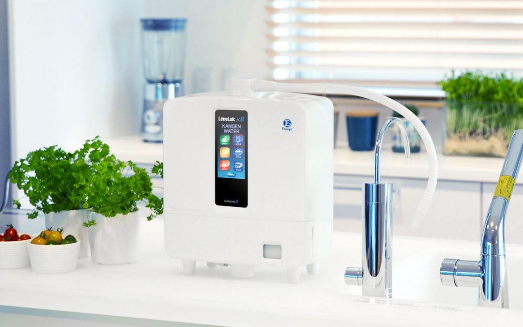 Alege un sistem de alcalinizare și ionizare japonez Enagic care produce apă Kangen alcalină